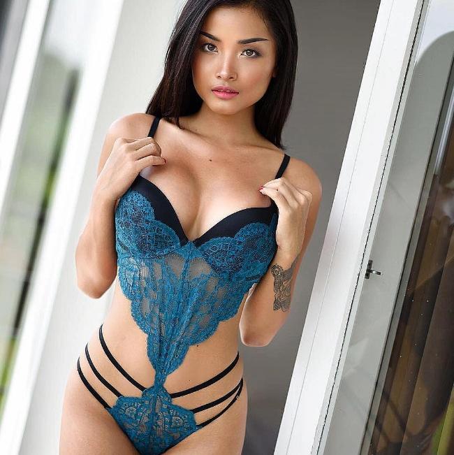 Annastsasya thường xuất hiện trong những shoot ảnh nóng bỏng không đòi hỏi nhiều diễn xuất nhưng đòi hỏi sự táo bạo trong ăn mặc.