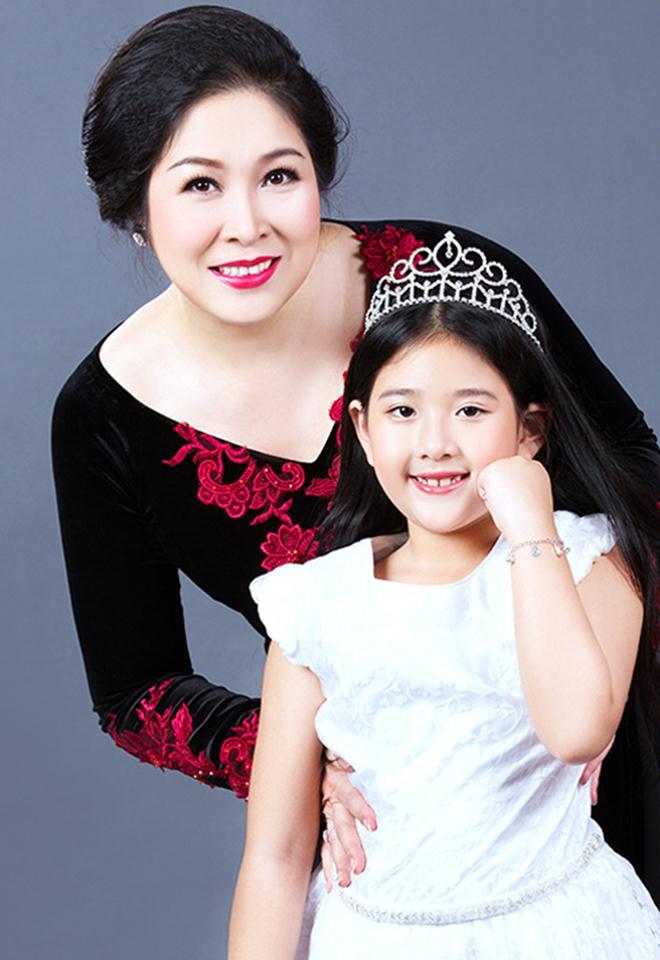 Cô con gái xinh đẹp, tài năng của Hồng Vân sẽ kết hôn cùng bạn trai 6 năm - 15