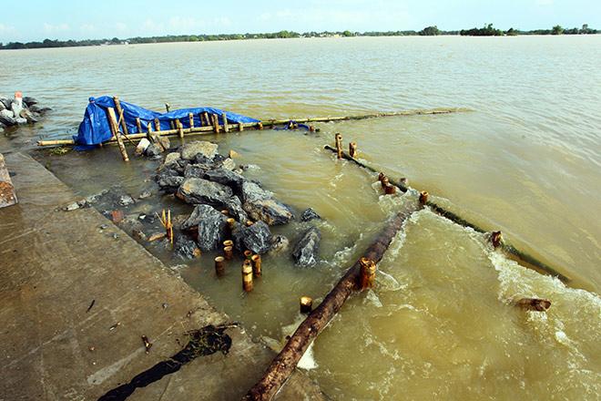 Cận cảnh vỡ đê ở Chương Mỹ, nhiều khu vực chìm trong biển nước - 11