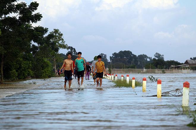Cận cảnh vỡ đê ở Chương Mỹ, nhiều khu vực chìm trong biển nước - 13