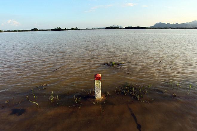 Cận cảnh vỡ đê ở Chương Mỹ, nhiều khu vực chìm trong biển nước - 14