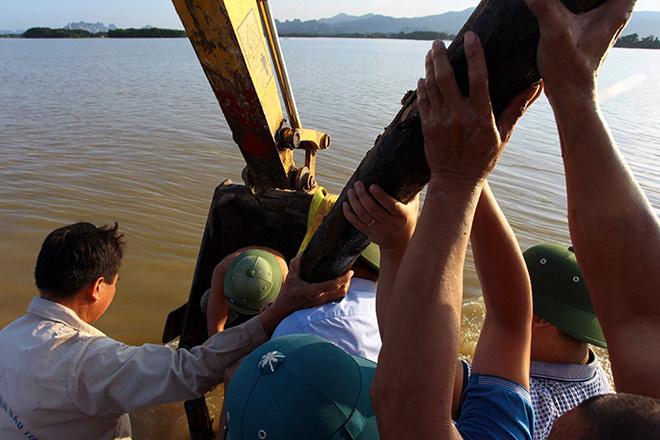 Cận cảnh vỡ đê ở Chương Mỹ, nhiều khu vực chìm trong biển nước - 18