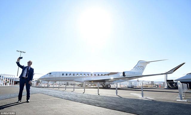 Choáng ngợp với nội thất sang trọng của máy bay tư nhân lớn nhất thế giới - 1