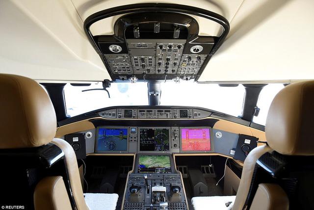 Choáng ngợp với nội thất sang trọng của máy bay tư nhân lớn nhất thế giới - 2