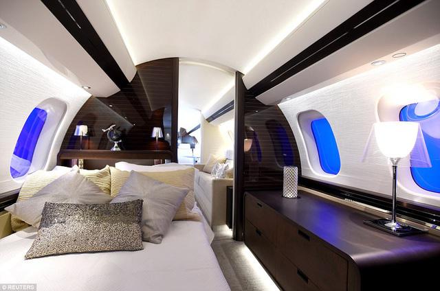 Choáng ngợp với nội thất sang trọng của máy bay tư nhân lớn nhất thế giới - 3