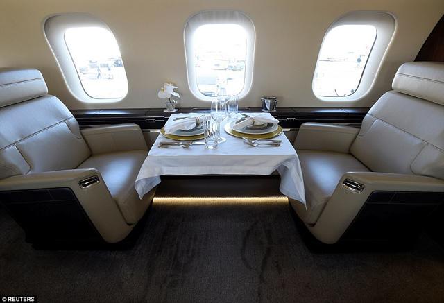 Choáng ngợp với nội thất sang trọng của máy bay tư nhân lớn nhất thế giới - 4
