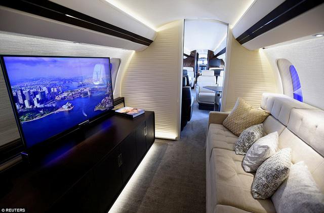 Choáng ngợp với nội thất sang trọng của máy bay tư nhân lớn nhất thế giới - 5
