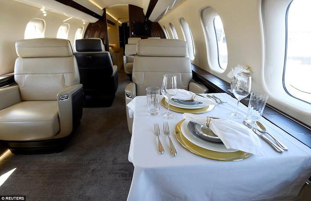 Choáng ngợp với nội thất sang trọng của máy bay tư nhân lớn nhất thế giới - 6