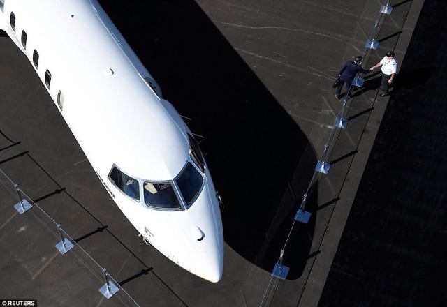 Choáng ngợp với nội thất sang trọng của máy bay tư nhân lớn nhất thế giới - 7