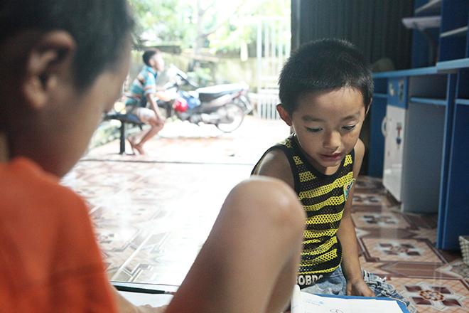 Ảnh - Clip: Đôi chân diệu kì của cậu bé 7 tuổi không tay - 2