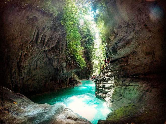 Dạo chơi thác nước đẹp như tiên cảnh ở Philippines - 3