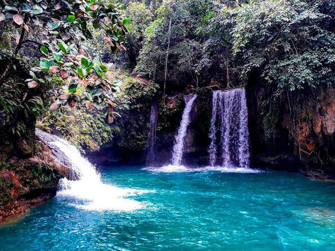 Dạo chơi thác nước đẹp như tiên cảnh ở Philippines - 1