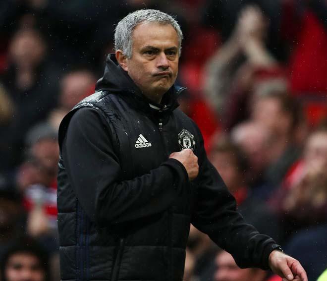 """Mourinho gia hạn 5 năm, lương 65 triệu bảng: Kỷ nguyên thống trị của """"Quỷ đỏ"""" - 1"""
