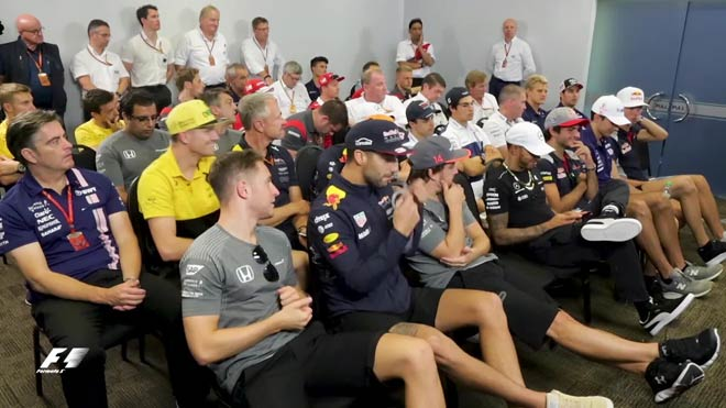 """Đua xe F1: """"Giao tiếp"""" bằng Facebook, đế chế thể thao cuốn hút trở lại - 4"""