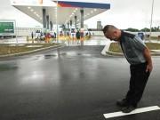 """Trải nghiệm cảm giác là """"thượng đế"""" khi đổ xăng tại trạm xăng Nhật"""