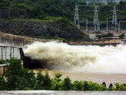 Tin tức trong ngày - Hồ Hòa Bình đóng 5 cửa xả, thủy điện Sơn La phát điện trở lại