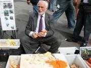 Tài chính - Bất động sản - Bí quyết nào giúp ông lão bán dao dạo thành triệu phú đô la?