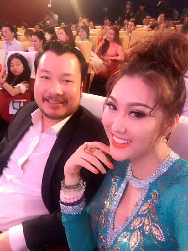 Phản ứng của chồng cũ khi Phi Thanh Vân khoe bạn trai mới giàu có - 1
