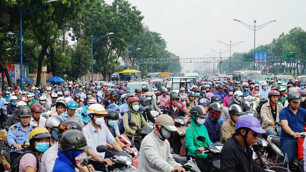 """Ngập nước kẹt xe bủa vây, người Sài Gòn như hóa điên vì """"chôn chân"""" trên đường - 15"""