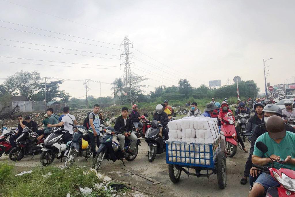 """Ngập nước kẹt xe bủa vây, người Sài Gòn như hóa điên vì """"chôn chân"""" trên đường - 17"""