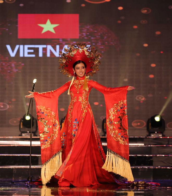 Quốc phục như bikini áp đảo hoàn toàn tại Hoa hậu Hòa bình - 4