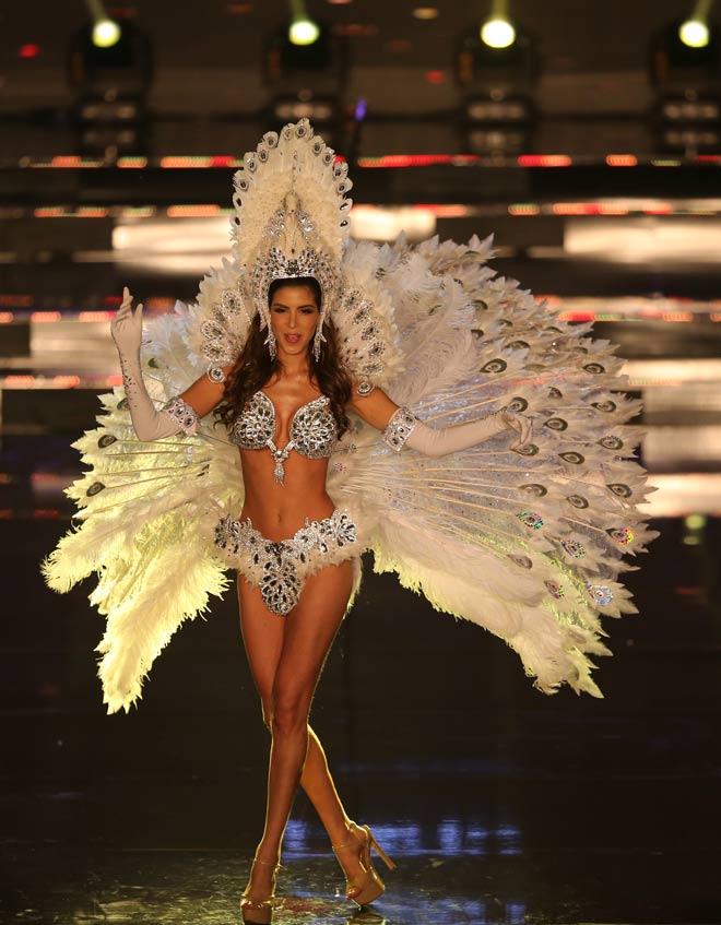 Quốc phục như bikini áp đảo hoàn toàn tại Hoa hậu Hòa bình - 12