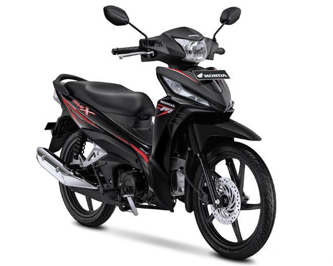 Các nguồn tin cho biết, nhà phân phối xe PT Astra Honda Motor (AHM), một đại lý ủy quyền xe hai bánh Honda ở Indonesia vừa chính thức tung bộ đôi xe số mới Honda Revo X và Honda Revo Fit ra thị trường nước này. Ảnh Honda Revo X bản màu đen.