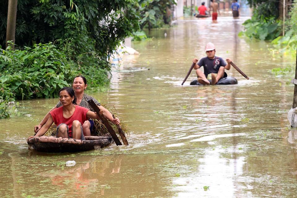 Chương Mỹ - Hà Nội: Làng mạc biến thành sông, dân vật lộn trong biển nước - 4