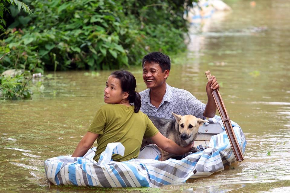 Chương Mỹ - Hà Nội: Làng mạc biến thành sông, dân vật lộn trong biển nước - 9