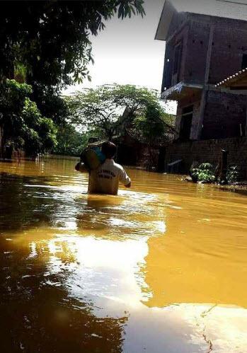 Chương Mỹ - Hà Nội: Làng mạc biến thành sông, dân vật lộn trong biển nước - 3