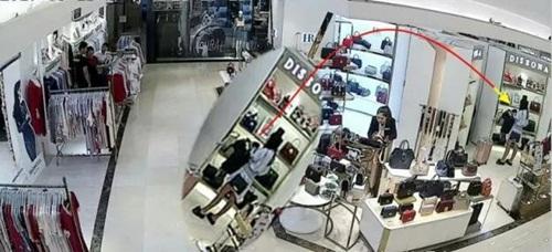 Hot girl TQ không có tiền đánh liều trộm 9 túi hàng hiệu đắt tiền - 2