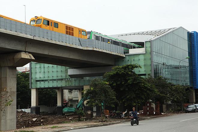 Bất ngờ thấy đoàn tàu Cát Linh-Hà Đông lăn bánh trên đường trên cao - 1