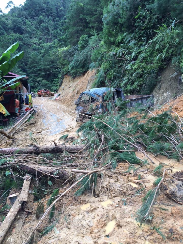 Yên Bái sau lũ lịch sử: Đường sá tan nát, ô tô nằm la liệt dưới suối - 5