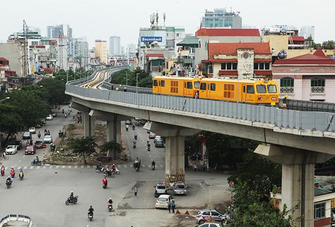 Bất ngờ thấy đoàn tàu Cát Linh-Hà Đông lăn bánh trên đường trên cao - 2
