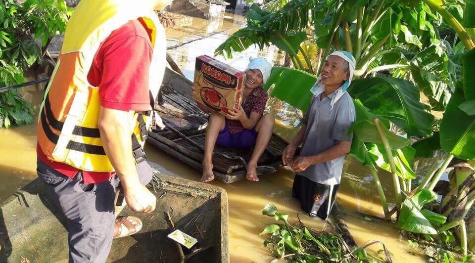 Xót xa nhìn cảnh người dân chống chọi lũ lụt, sống chơi vơi trên nóc nhà - 15