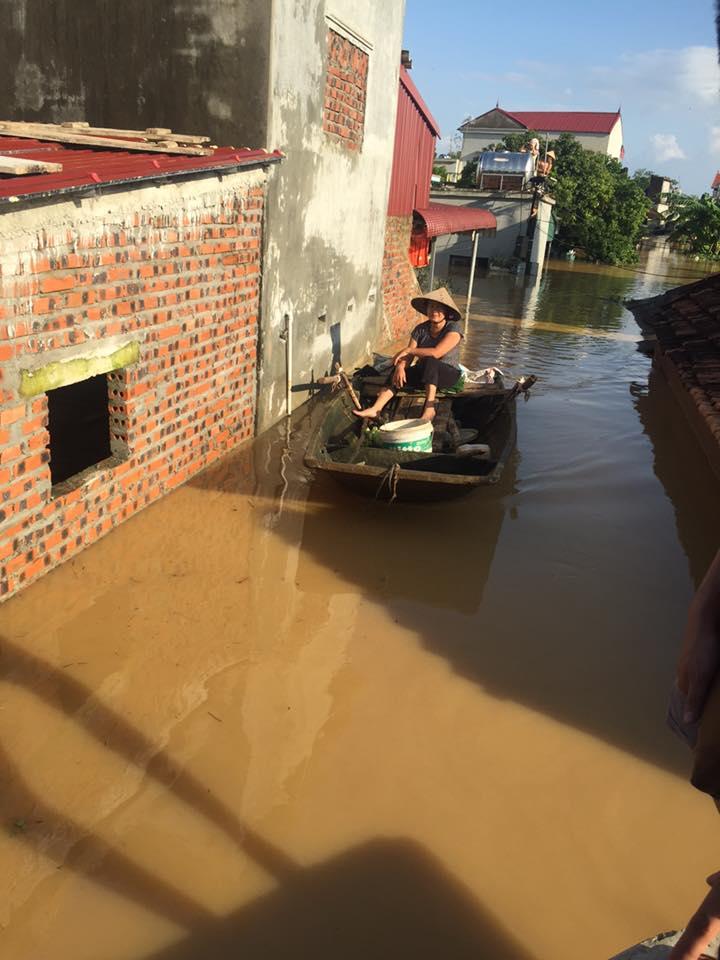 Xót xa nhìn cảnh người dân chống chọi lũ lụt, sống chơi vơi trên nóc nhà - 14