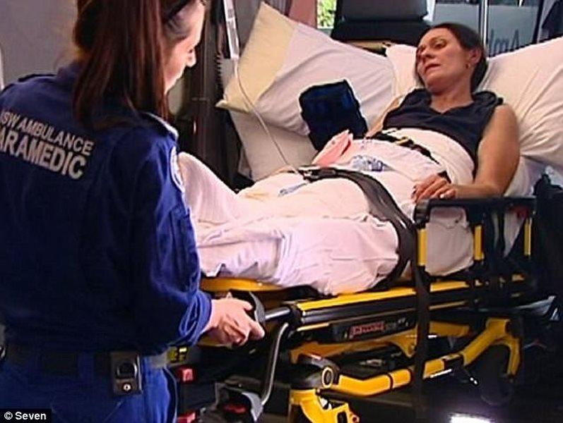 Úc: 2 mẹ con lạc 10 ngày ở rừng, sống sót vì làm theo TV - 1