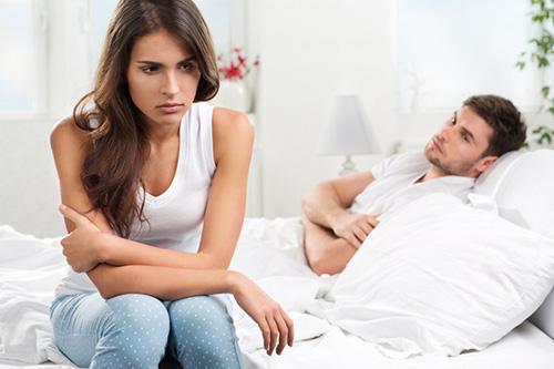 """Chồng nghi vợ quan hệ """"ngoài luồng"""" chỉ vì bệnh lạ!"""