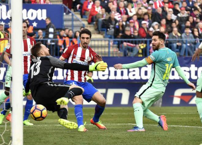 La Liga trước vòng 8: Messi thăng hoa, thành Madrid và Ronaldo run rẩy - 1