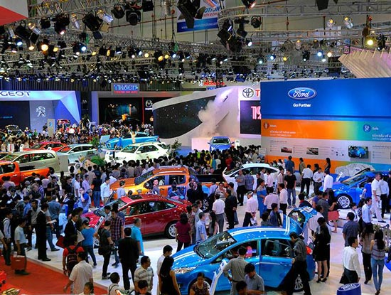 Nghịch lý thị trường ô tô Việt Nam: Giá giảm mạnh mà vẫn ế - 1