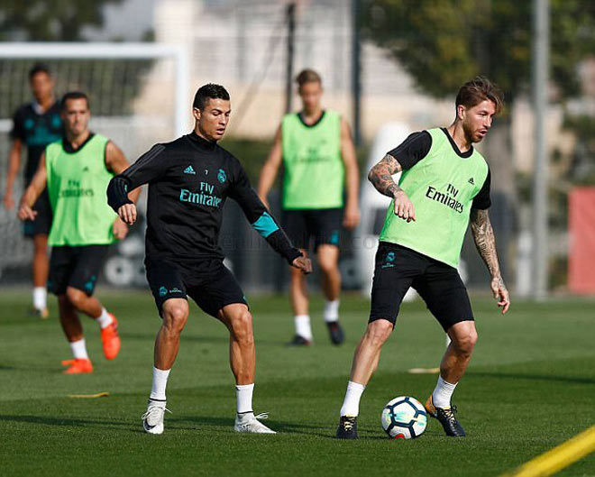 """Real: Benzema trở lại phục vụ, Ronaldo """"tập bắn"""" điên cuồng - 2"""