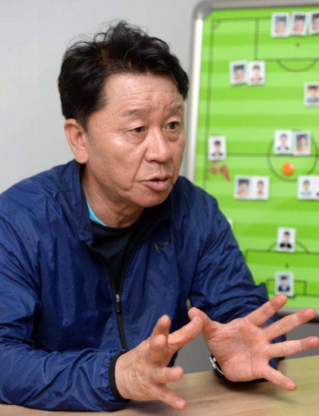 Thầy mới Công Phượng, HLV Park Hang Seo và bầu Đức tung chiêu - 1