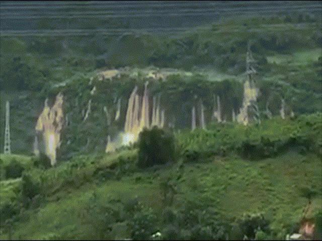Hãi hùng nhìn cảnh thác nước khổng lồ trước khi gây ra vụ lở đất ở Hòa Bình