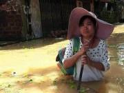 Tin tức trong ngày - Chương Mỹ - Hà Nội: Làng mạc biến thành sông, dân vật lộn trong biển nước