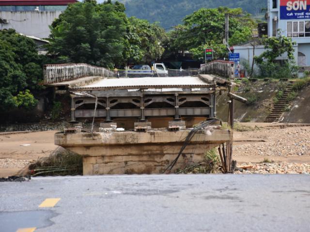 Sập cầu Thia ở Yên Bái: Thi thể cô giáo mầm non trôi về Phú Thọ