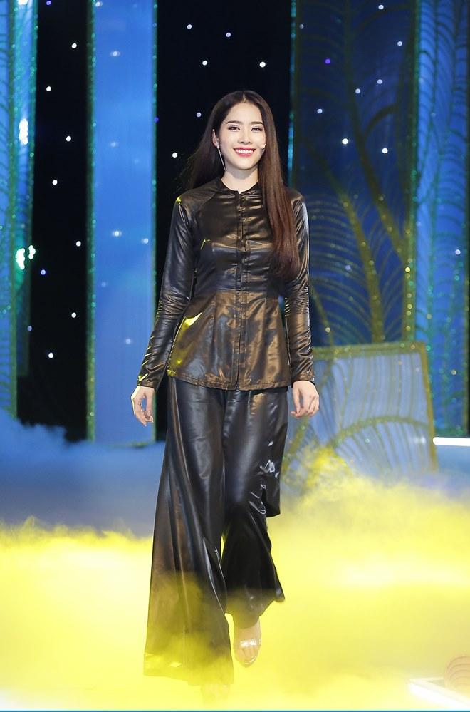 Giữa tâm bão scandal Phạm Hương vẫn lộng lẫy như nữ thần - 9