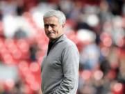 """MU- Mourinho  """" hèn nhát """" : Fan ức chế, báo Anh gọi là  """" kẻ thù bóng đá """""""