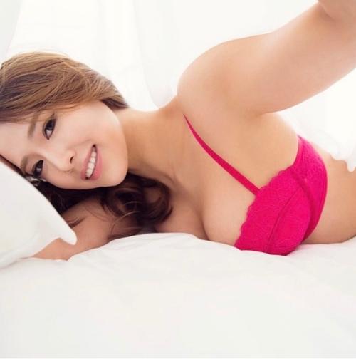 Ngắm ảnh nóng đầy khiêu khích của mỹ nhân có thân hình nảy nở nhất xứ Hàn - 8