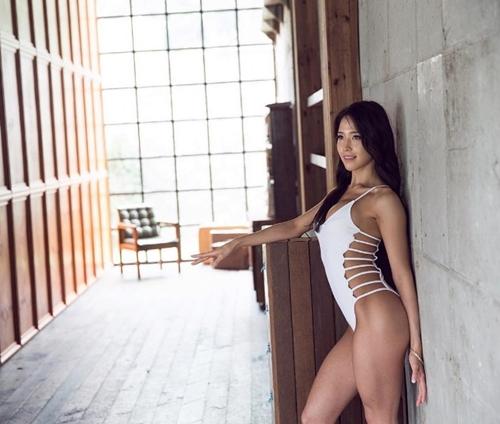 Ngắm ảnh nóng đầy khiêu khích của mỹ nhân có thân hình nảy nở nhất xứ Hàn - 12
