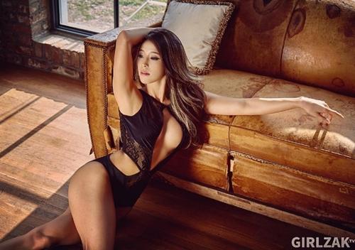 Ngắm ảnh nóng đầy khiêu khích của mỹ nhân có thân hình nảy nở nhất xứ Hàn - 9